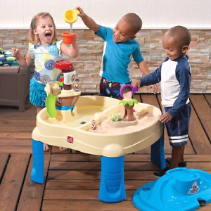 Water table or sand table with cover