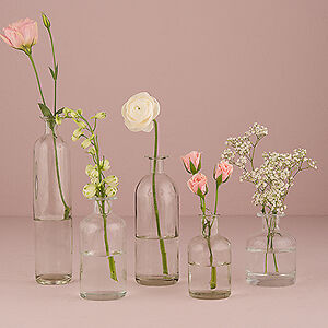 Wide variety of Wedding Accessories to plan your Spacial Day