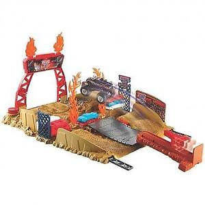 Hot Wheels Monster Jam World Finals Stunt Stadium Play Set