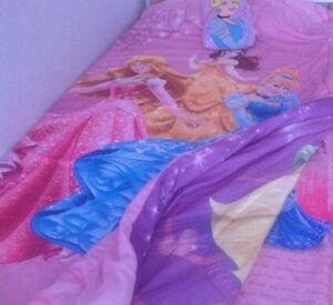 Douillette et drap de prinsesses Disney