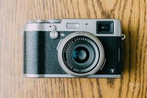 USED FUJI X100T - Excellent condition Silver/Black
