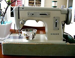 singer sewing machine 1981 cover Aberglasslyn Maitland Area Preview