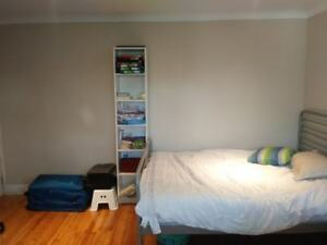 Spacious Furnished Room  near CDN-NDG all included