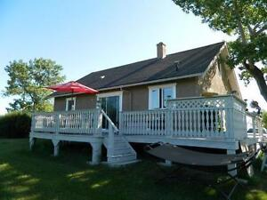 Classic character home on 1 acre in Trochu