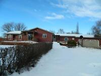 Beautiful treed spacious acreage north west of Linden