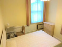 Double Room for one: 2 mins to Hounslow Central Tube TW3 1LD; 2 min to local amenities Treaty Centre