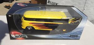 Hot Wheels 1:18 Volkswagen drag bus yellow and black