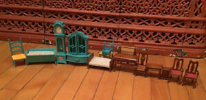 VINTAGE LOT OF DOLL HOUSE FURNITURE. 14 PIECES