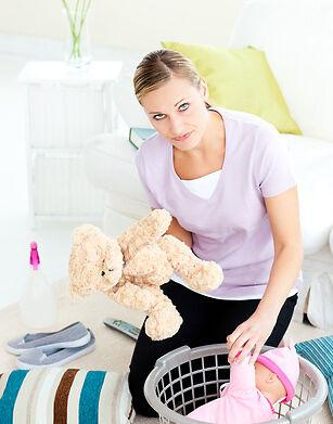 Bakterien im Kinderzimmer: So reinigen Sie das Spielzeug Ihres Babys richtig