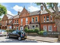 2 bedroom flat in Chewton Road, London, E17 (2 bed)