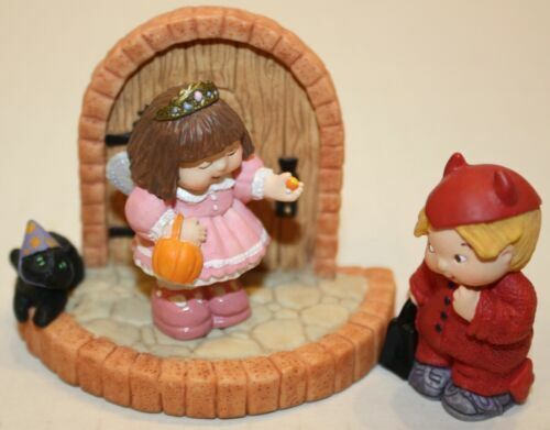 Hallmark Halloween Merry Miniatures Bashful Visitors 3 Piece Set