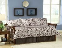 Day bed wit trundle and mattresses