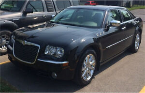 Chrysler Luxory 300C V8 HEMI 2010 (37000km) serious offers only West Island Greater Montréal image 3