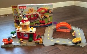 Fisher Price Little People Discovery Airport (Complete)