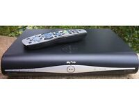 SKY + Plus HD Slimline BOX Amstrad DRX890 3D READY 500GB Satellite receiver with remote