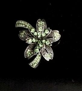 Women's Blooming Green Flower Brooch