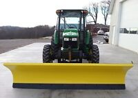 911 HOURS JOHN DEERE TRACTOR 2005 WITH PLOW AND HEATED CAB