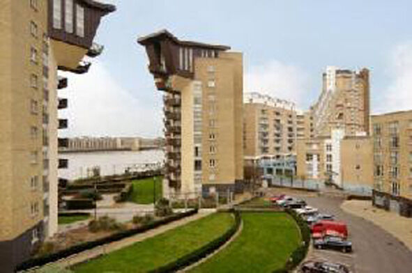 Lovely Three Bed, Two Bath Apartment Available In Canary Wharf