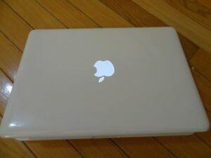 Apple MacBook 13in Laptop  MC516LL -Like New