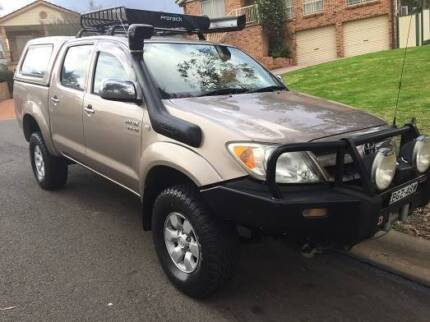 2005 TOYOTA HILUX SR5 UTE 4x4, DUAL CAB, 5 Speed, CANOPY  TOP, 7 Green Valley Liverpool Area Preview