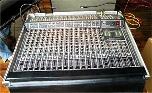 Peavey 16 Channel Pro Mixing Console in Road Case