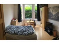 LARGE BEDSIT ROOM £560 FULLY INCLUSIVE NO BILLS CLOSE TO TURNPIKE LANE TUBE AND SHOPS