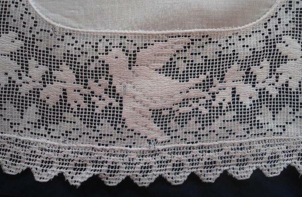 Set of 2 Schiffli Lace Doilies Birds Linen Center Doves Placemats