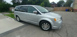 2008 Chrysler Town & Country fully loaded