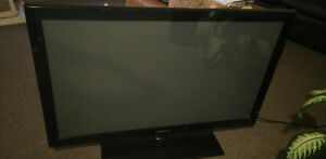 SELLING PLASMA - 42 INCH SAMSUNG 5 YEARS OLD