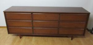 1960's Mid Century Modern 9 Drawer Walnut Dresser – Exc Cond!