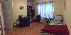 Large 1 Bedroom Apartment close to Universities