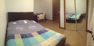 Nice room for rent, near metro station Monk