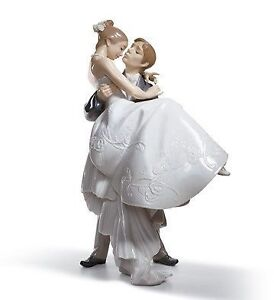 Mint Condition. THE HAPPIEST DAY WEDDING FIGURINE BY LLADRO #802