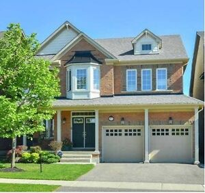 Beautiful Extremly clean 2 car garage house in Caledon for rent.