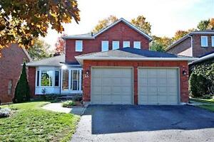 Private 2-storey 4 Bedroom House in Aurora Backing to Forest