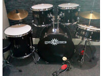 5pc Drum Kit. Perfect for a beginner. Excellent Condition.
