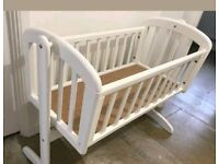 Swinging crib for baby's