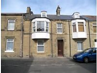 Holiday Home, Victorian Town House in Northmberland, 50m to beach & prom , 5 bedrooms sleeps 10