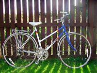 Nice vintage ladies raleigh bike.