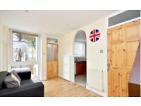 SPACIOUS DOUBLE ROOM FOR RENT IN BEAUTIFUL 4 BED SHARED HOUSE - LOCATED IN CLAPHAM JUNCTION SW11