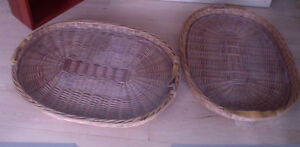 2 decorative wicker trays ($ 12 for both), excellent condition