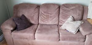 Sofa divan 3 places  * Faites votre offre et partez avec!!!