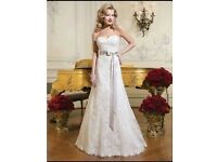 Secondhand Justin Alexander 8752 lace A-Line Wedding Dress with Sweetheart Neckline Size 14