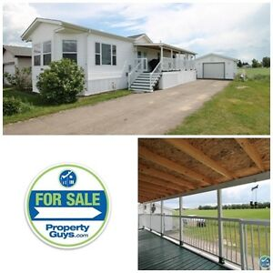 REDUCED! Mobile in excellent condition, with garage! Ponoka