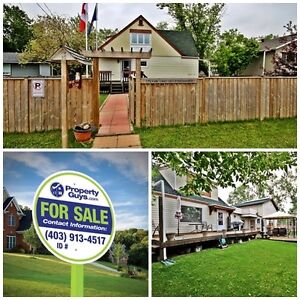 Gorgeous 1.5 story home with Bed & Breakfast! Sylvan Lake!