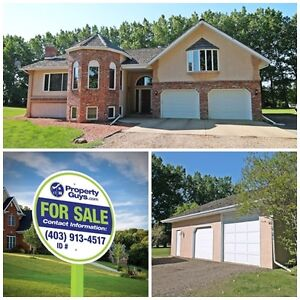 Acreage just outside city! Bi-level w 4368 sq ft Living Space!!