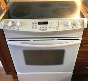 "30"" White Electrolux Slide-in Glass Cooktop with Convection Oven"