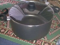 Stockpot / large saucepan with lid NEW