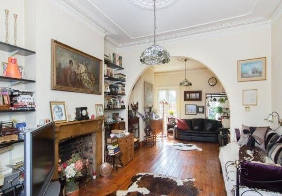 Massive 4 double bedroom house with 2 bathrooms and a private garden!!