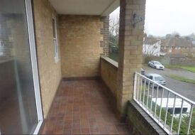 Comfortable 2 bedroom unfurnished flat to rent in Redhill/Reigate borders with Balcony & Parking